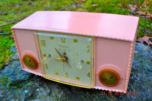 SOLD! - Mar 5, 2016 - PINK MARTINI Vintage Mid Century Retro Jetsons 1959 Bulova Model 170 Tube AM Clock Radio WORKS! , Vintage Radio - Bulova, Retro Radio Farm  - 4