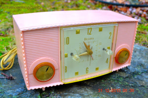 SOLD! - Mar 5, 2016 - PINK MARTINI Vintage Mid Century Retro Jetsons 1959 Bulova Model 170 Tube AM Clock Radio WORKS! , Vintage Radio - Bulova, Retro Radio Farm  - 6