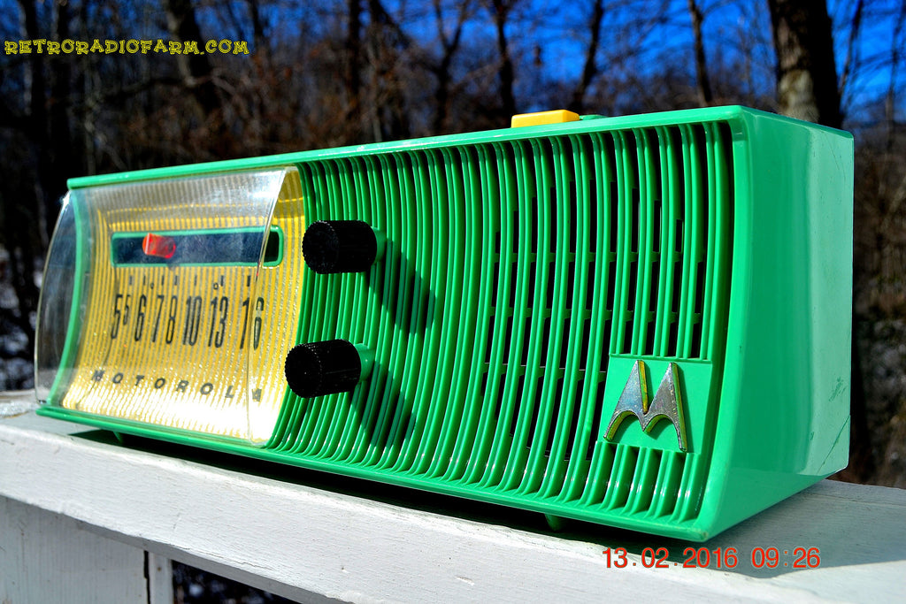 SEA GREEN Mid Century Retro Jetsons 1957 Motorola 56H Tube AM Radio Works! , Vintage Radio - Motorola, Retro Radio Farm  - 1