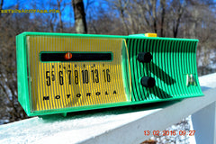 SEA GREEN Mid Century Retro Jetsons 1957 Motorola 56H Tube AM Radio Works! , Vintage Radio - Motorola, Retro Radio Farm  - 2