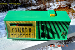SEA GREEN Mid Century Retro Jetsons 1957 Motorola 56H Tube AM Radio Works! , Vintage Radio - Motorola, Retro Radio Farm  - 7
