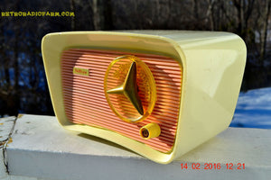 SOLD! - Mar 11, 2016 - SO JETSONS LOOKING Retro Vintage Pink and Black 1959 Travler T-204 AM Tube Radio So Cute! , Vintage Radio - Travler, Retro Radio Farm  - 7