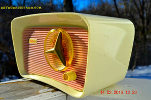 SOLD! - Mar 11, 2016 - SO JETSONS LOOKING Retro Vintage Pink and Black 1959 Travler T-204 AM Tube Radio So Cute! , Vintage Radio - Travler, Retro Radio Farm  - 4