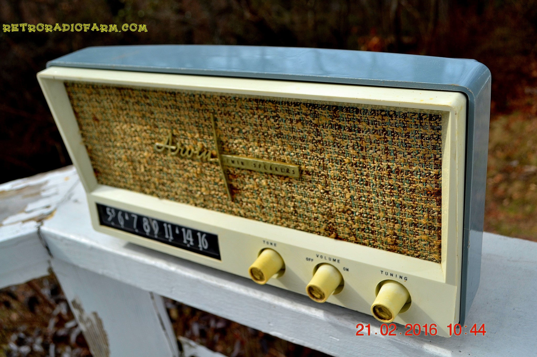 SOLD! -Mar 24, 2016 - BLUETOOTH MP3 READY - Slate Grey Retro Jetsons Vintage 1959 Arvin 2585 AM Tube Radio Immaculate! , Vintage Radio - Arvin, Retro Radio Farm  - 1