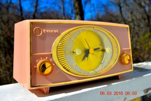 PINK CYCLOPIC Vintage Mid Century Retro Jetsons 1957 Bulova Model 140 Tube AM Clock Radio WORKS! , Vintage Radio - Bulova, Retro Radio Farm  - 5