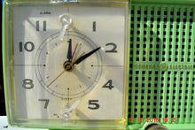 Load image into Gallery viewer, SOLD! - May 4, 2016 - BLUETOOTH MP3 READY - Mint Green 1958 Retro Vintage Jetsons GE General Electric Tube AM Radio Model C435 Radio Works!! , Vintage Radio - General Electric, Retro Radio Farm  - 9