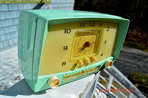 MINT GREEN Retro Mid Century 1955 Westinghouse Model H-548T5 AM Tube Radio Alarm Clock Totally Restored! , Vintage Radio - Westinghouse, Retro Radio Farm  - 2