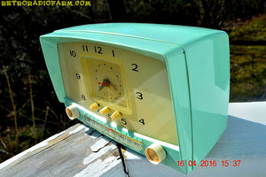 MINT GREEN Retro Mid Century 1955 Westinghouse Model H-548T5 AM Tube Radio Alarm Clock Totally Restored! , Vintage Radio - Westinghouse, Retro Radio Farm  - 9
