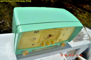 MINT GREEN Retro Mid Century 1955 Westinghouse Model H-548T5 AM Tube Radio Alarm Clock Totally Restored! , Vintage Radio - Westinghouse, Retro Radio Farm  - 6