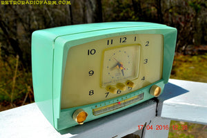 MINT GREEN Retro Mid Century 1955 Westinghouse Model H-548T5 AM Tube Radio Alarm Clock Totally Restored! , Vintage Radio - Westinghouse, Retro Radio Farm  - 4