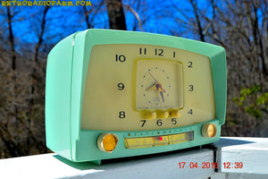 MINT GREEN Retro Mid Century 1955 Westinghouse Model H-548T5 AM Tube Radio Alarm Clock Totally Restored! , Vintage Radio - Westinghouse, Retro Radio Farm  - 3