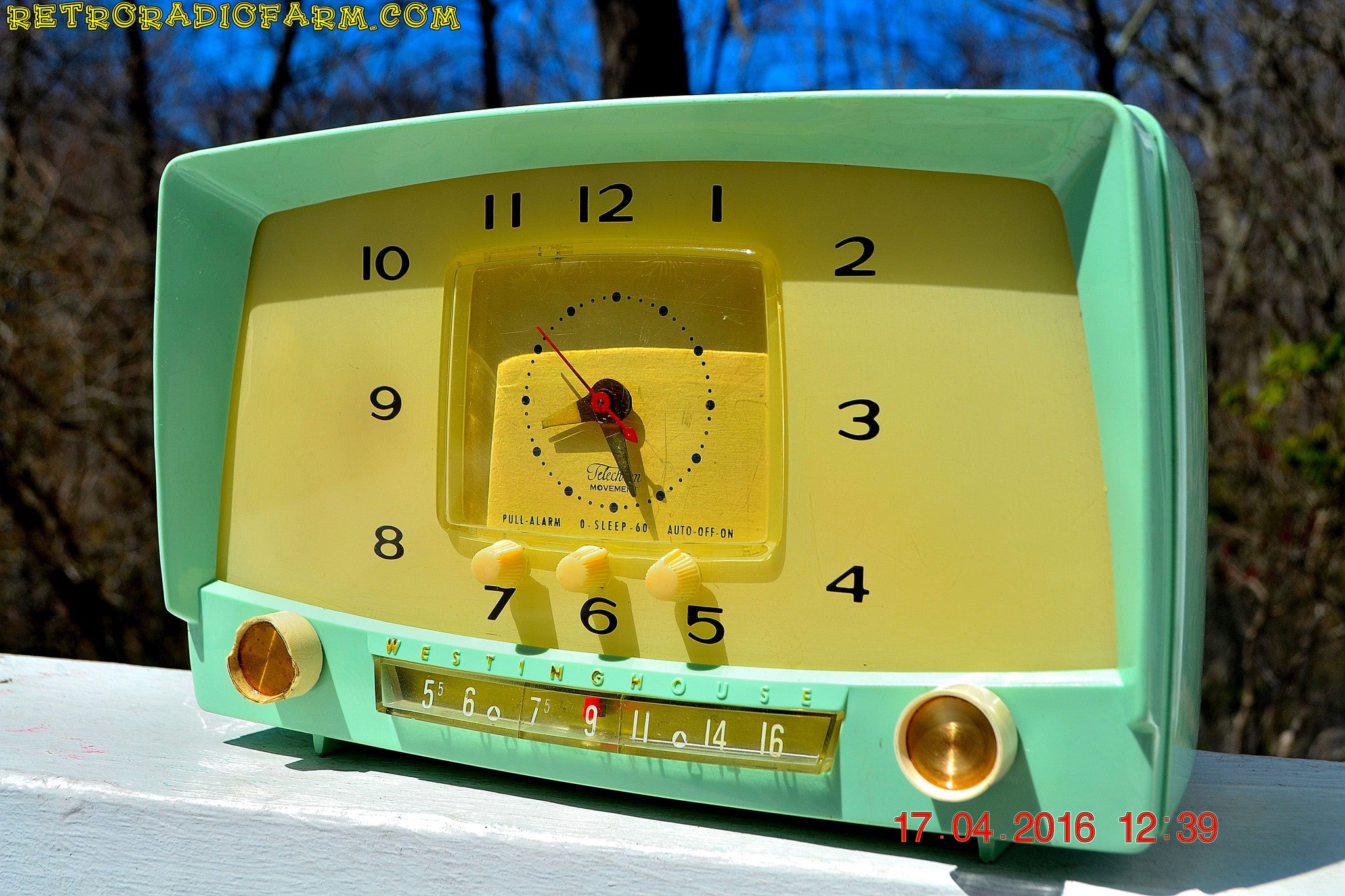 MINT GREEN Retro Mid Century 1955 Westinghouse Model H-548T5 AM Tube Radio Alarm Clock Totally Restored! , Vintage Radio - Westinghouse, Retro Radio Farm  - 1