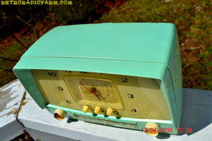 MINT GREEN Retro Mid Century 1955 Westinghouse Model H-548T5 AM Tube Radio Alarm Clock Totally Restored! , Vintage Radio - Westinghouse, Retro Radio Farm  - 8
