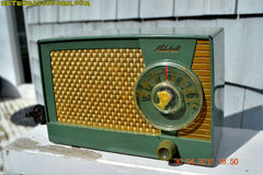 OLIVE GREEN Mid Century Retro Antique 1959 Mitchell Fiesta Model 1305 Tube AM Radio Works Great! , Vintage Radio - Mitchell, Retro Radio Farm  - 5