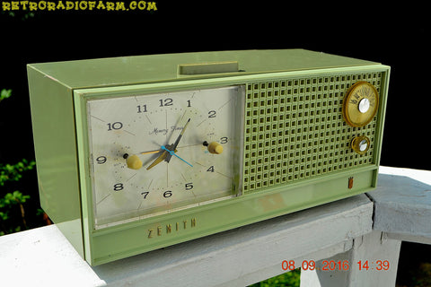 SOLD! - June 15, 2017 - AVOCADO Mid Century Retro Jetsons Vintage 1962 Zenith H519F AM Tube Clock Radio Works Great!