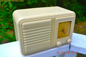 SOLD! - Oct 3, 2016 - BEAUTIFUL Art Deco Plaskon 1939-1941 Gilfillan 5B8 AM Tube Radio Totally Restored! - [product_type} - Gilfillan - Retro Radio Farm