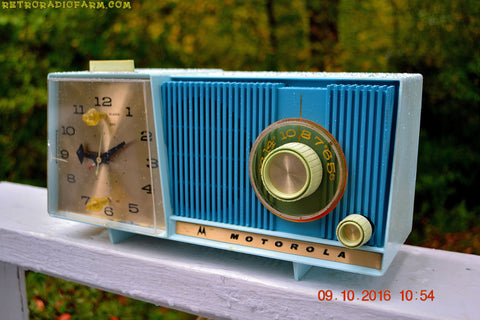 BLUE ON BLUE BEAUTY Motorola C18B Clock Radio 1962 Tube AM Clock Radio Totally Restored! Rare!
