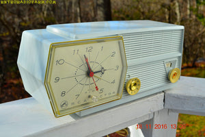 SOLD! - Oct. 25, 2018 - Paper White RCA Victor 8-C-5E Clock Radio 1959 Tube AM Clock Radio - [product_type} - RCA Victor - Retro Radio Farm