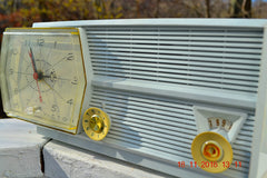 PAPER WHITE Mid Century Retro RCA Victor 8-C-5E Clock Radio 1959 Tube AM Clock Radio Works Great!