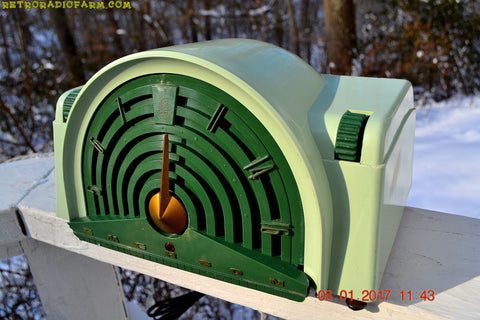 GREEN BANDSHELL Mid Century Retro Vintage Antique 1954 Emerson Model 744 Series B Tube AM Radio Looks Great!