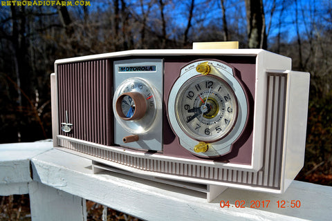 PLUM CRAZY Century Retro 1963 Motorola Model C4P-55 Tube AM Clock Radio Rare Color!