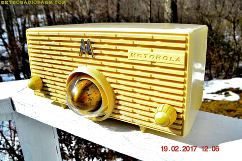 SOLD! - Dec. 18, 2017 - IVORY Mid Century Retro Jetsons 1957 Motorola 57H Turbine Tube AM Radio Works Amazing!