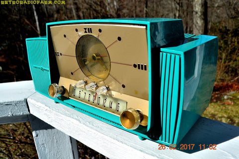 TURQUOISE Mid Century Jetsons 1957 General Electric Model 914 Tube AM Clock Radio Sweet!