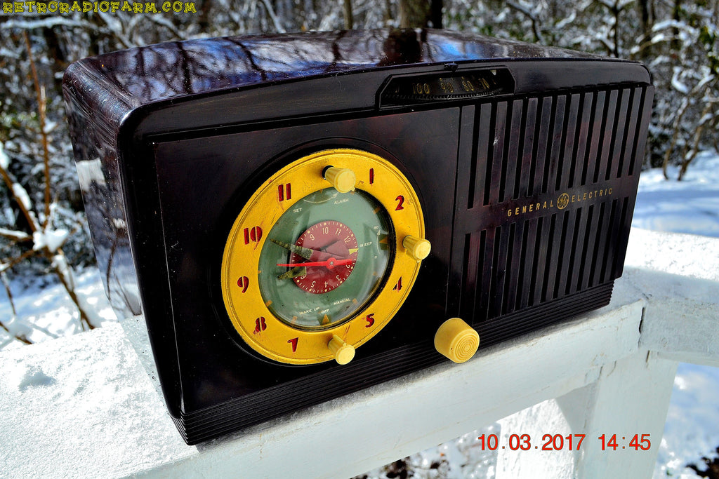 SOLD! - Mar 14, 2017 - BLUETOOTH MP3 READY - Golden Age Art Deco 1953 General Electric Model 515F AM Brown Bakelite Tube Clock Radio Totally Restored!