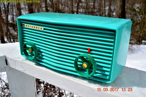 BEAUTIFUL NOS TURQUOISE Retro Jetsons 1957 Motorola 57R Tube AM Radio New Old Stock Cabinet!