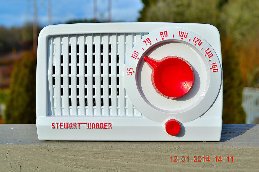 SOLD! - May 21, 2014 - BEAUTIFUL Retro Rare WHITE & RED 1952 Stewart Warner 9160 Tube AM Radio WORKS! , Vintage Radio - Stewart Warner, Retro Radio Farm  - 1