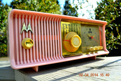 SOLD! - June 3, 2014 - BEAUTIFUL POWDER PINK Retro Jetsons 1957 Motorola 57CC Tube AM Clock Radio WORKS! , Vintage Radio - Motorola, Retro Radio Farm  - 8