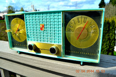 SOLD! - June 28, 2014 - STUNNING AQUA BLUE Retro Jetsons 1957 Magnavox C5 Tube AM Clock Radio WORKS! , Vintage Radio - Magnavox, Retro Radio Farm  - 3