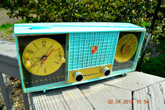 SOLD! - June 28, 2014 - STUNNING AQUA BLUE Retro Jetsons 1957 Magnavox C5 Tube AM Clock Radio WORKS! , Vintage Radio - Magnavox, Retro Radio Farm  - 1