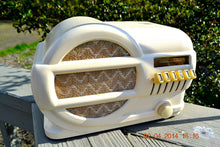 Load image into Gallery viewer, SOLD! - June 2, 2014 - BEAUTIFUL Art Deco 1939 Rabbit Belmont 519 Bakelite AM Tube Radio Works! , Vintage Radio - Belmont, Retro Radio Farm  - 4