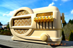 SOLD! - June 2, 2014 - BEAUTIFUL Art Deco 1939 Rabbit Belmont 519 Bakelite AM Tube Radio Works! , Vintage Radio - Belmont, Retro Radio Farm  - 2