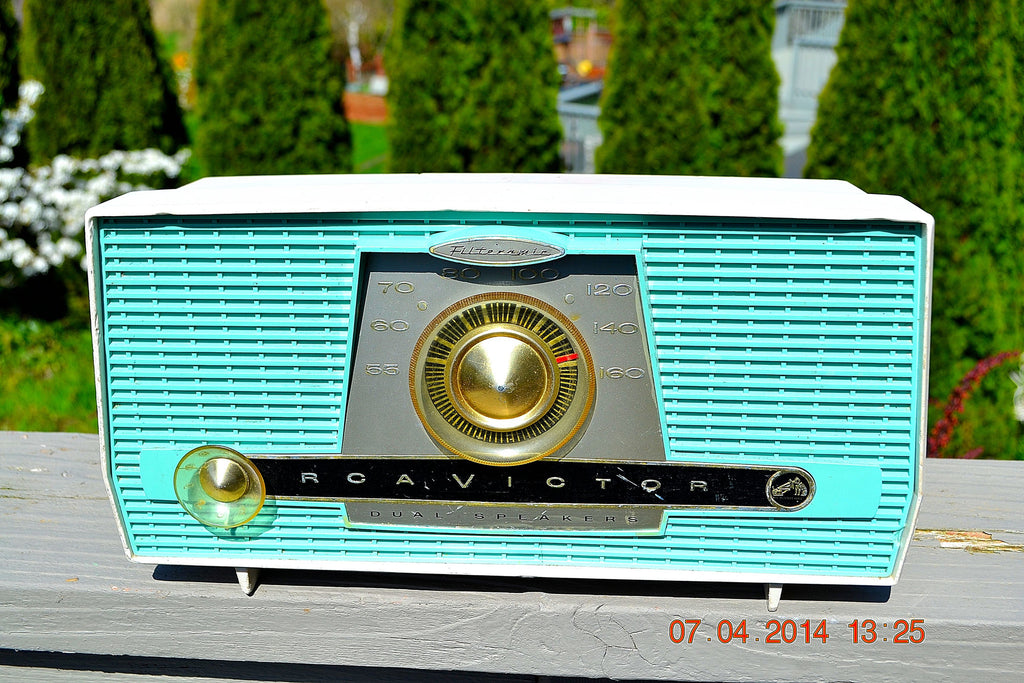 SOLD! - July 11, 2014 - AQUA AND WHITE Atomic Age Vintage 1959 RCA Victor Model X-4HE Tube AM Radio WORKS! , Vintage Radio - RCA Victor, Retro Radio Farm  - 1