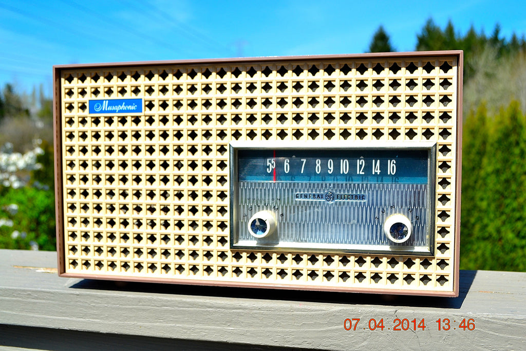 SOLD! - Dec 24, 2014 - SAHARA TAUPE Atomic Age Vintage 1957 General Electric T-166 Tube AM Radio WORKS! , Vintage Radio - General Electric, Retro Radio Farm  - 1