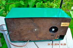 SOLD! - July 28, 2014 - KELLY GREEN Retro Space Age 1959 Magnavox AM20 Tube AM Clock Radio WORKS! - [product_type} - Magnavox - Retro Radio Farm