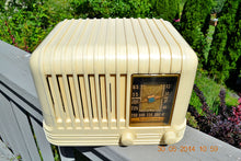 Load image into Gallery viewer, SOLD! - Oct 17, 2014 - BEAUTIFUL Art Deco 1940 Westinghouse WR-176 Plaskon AM Tube Radio Works! , Vintage Radio - Westinghouse, Retro Radio Farm  - 4