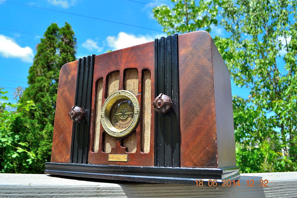 SOLD! - Sept 2, 2015 -BEAUTIFUL Wood Art Deco Retro 1935 Western Air Patrol 4G2T AM Tube Radio Totally Restored! Wow! , Vintage Radio - Western Air Patrol, Retro Radio Farm  - 1
