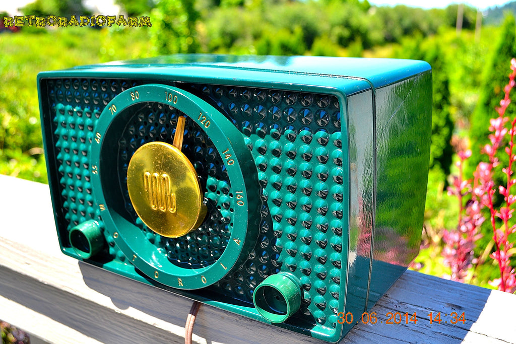 SOLD! - Sept 20, 2014 - SHERWOOD GREEN Retro Vintage 1950 Motorola 5H13 Tube AM Radio WORKS! , Vintage Radio - Motorola, Retro Radio Farm  - 1