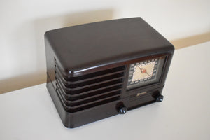 Espresso Brown Bakelite 1940 Emerson Model 330 AM Tube Radio Sounds Marvelous!