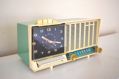 Aquamarine Turquoise and White Mid Century Vintage 1960 General Electric C-450A AM Vacuum Tube Clock Radio Push Button Craze!