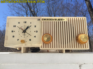 BLUETOOTH MP3 READY - Sophisticated Ivory Beige Retro Jetsons 1959 Motorola Model 5C12W Tube AM Clock Radio Totally Restored! , Vintage Radio - Motorola, Retro Radio Farm  - 4