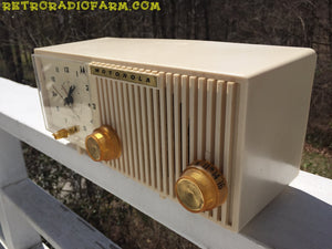 BLUETOOTH MP3 READY - Sophisticated Ivory Beige Retro Jetsons 1959 Motorola Model 5C12W Tube AM Clock Radio Totally Restored! , Vintage Radio - Motorola, Retro Radio Farm  - 5