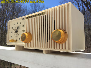 BLUETOOTH MP3 READY - Sophisticated Ivory Beige Retro Jetsons 1959 Motorola Model 5C12W Tube AM Clock Radio Totally Restored! , Vintage Radio - Motorola, Retro Radio Farm  - 2