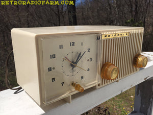 BLUETOOTH MP3 READY - Sophisticated Ivory Beige Retro Jetsons 1959 Motorola Model 5C12W Tube AM Clock Radio Totally Restored! , Vintage Radio - Motorola, Retro Radio Farm  - 3
