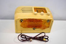 Load image into Gallery viewer, Vanilla Ivory Bakelite 1941 Crosley Model 52TE AM Shortwave Vacuum Tube Radio War Period Beauty Sounds Amazing!