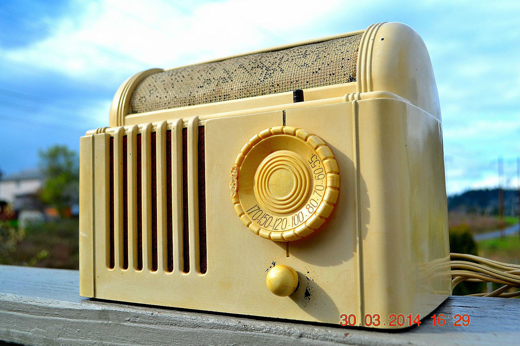 SOLD! - Feb 16, 2016 - BEAUTIFUL Retro Vintage 1959 Mitchell Model TSB47  Tube AM Radio Bed Lamp Totally Restored! , Vintage Radio - Mitchell, Retro Radio Farm  - 1