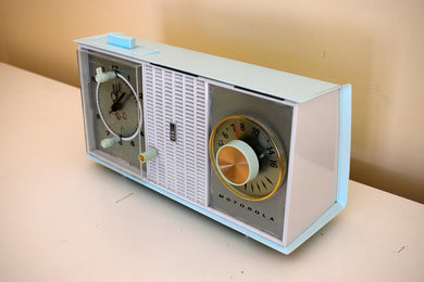 Chalfonte Blue 1963 Motorola Model C35BK Vacuum Tube AM Clock Radio Excellent Condition!